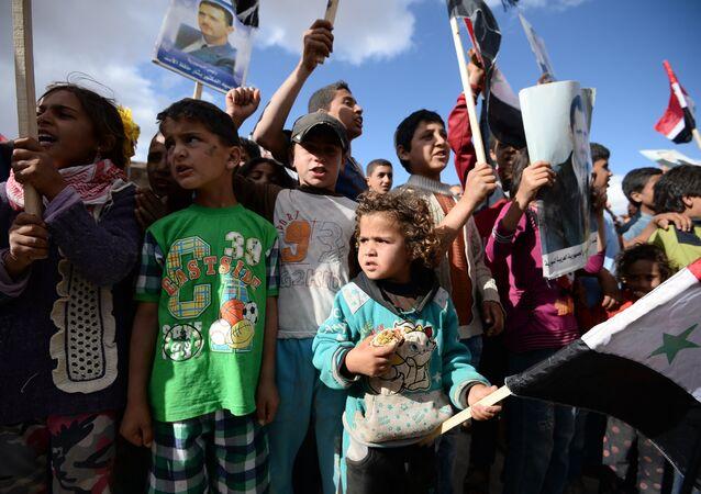 Os habitantes mais novos da Síria durante a entrega da ajuda humanitária (imagem referencial)