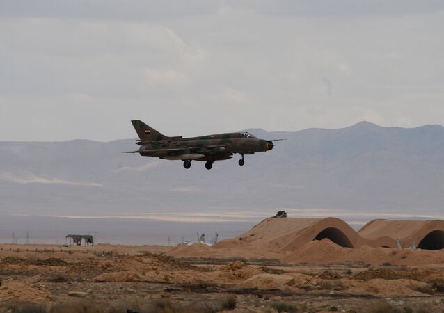 O Exército Sírio e os milícias perto de Palmira