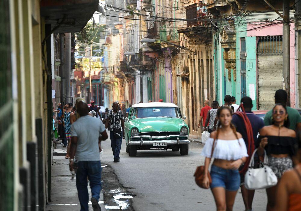 Moradores da parte histórica de Havana