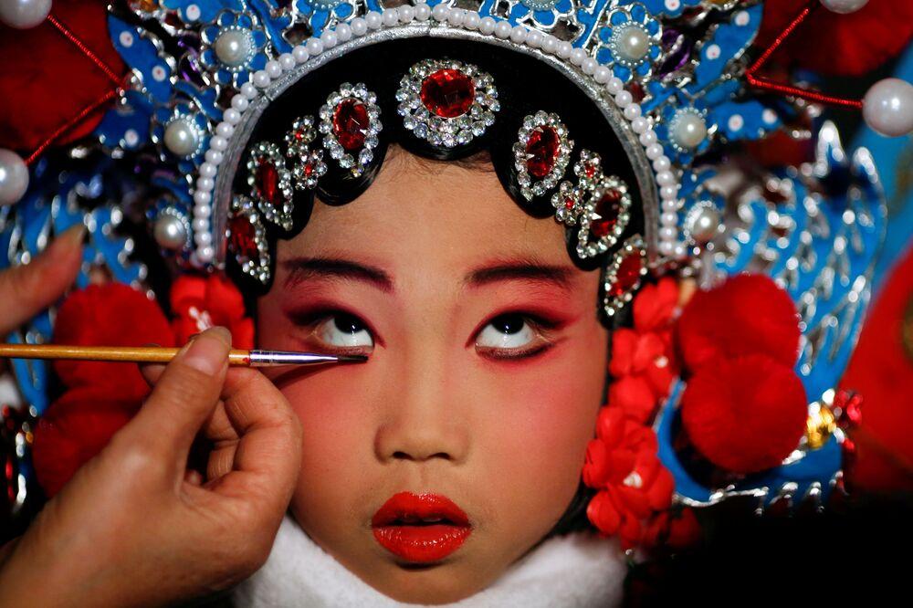 Preparação para o espetáculo da Academia das Artes teatrais em Pequim