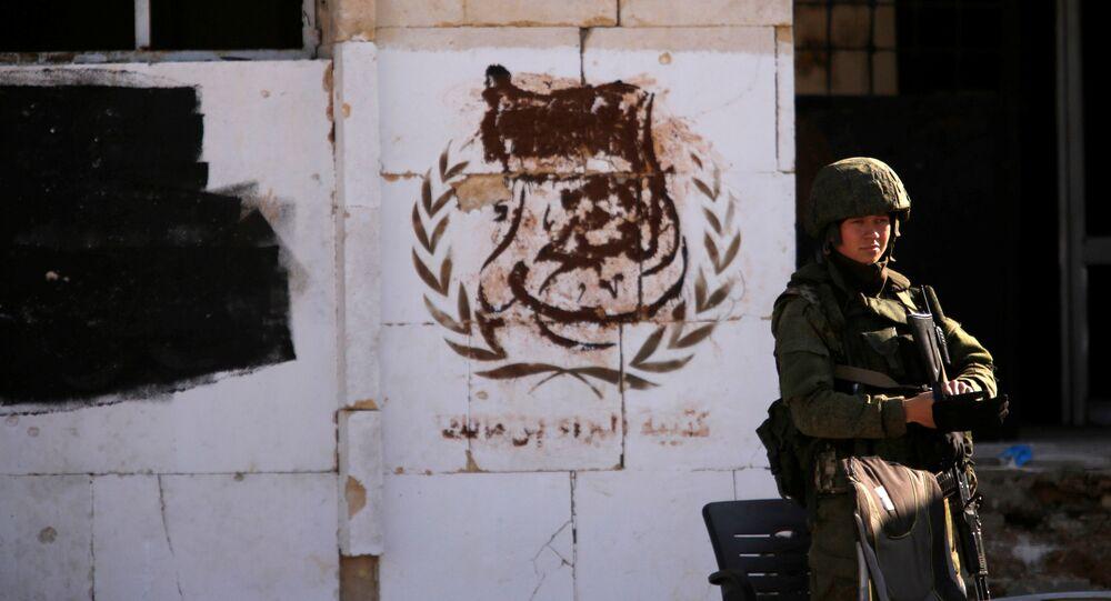 Um soldado russo no bairro de Hanono, controlado por forças governamentais de Assad, em Aleppo, na Síria, em 4 de dezembro de 2016