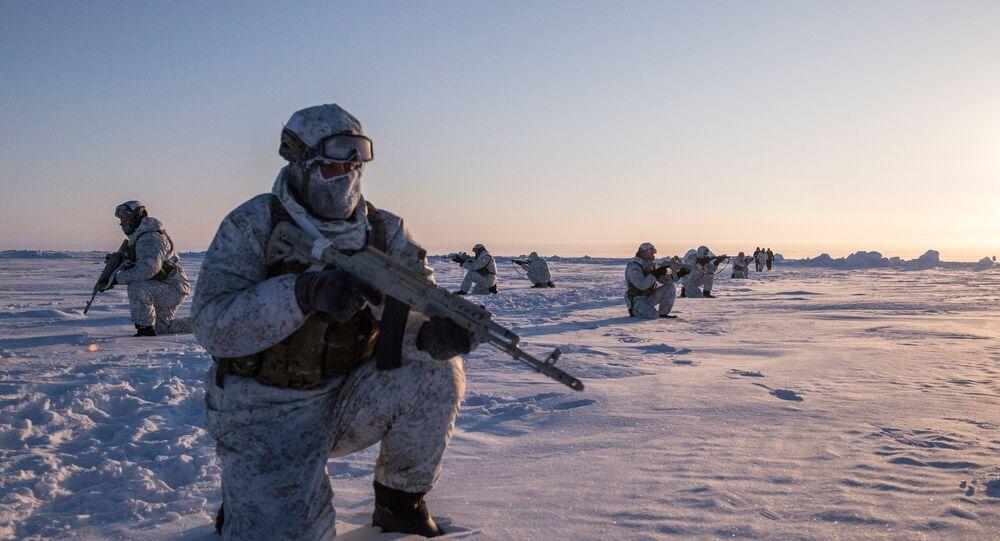 Exercícios de uma unidade russa para operações especiais da república da Chechênia perto do  Polo Norte (foto de arquivo)