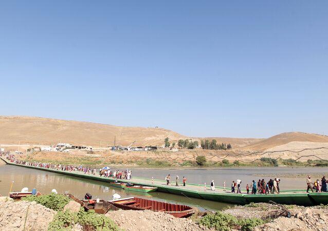 Ponte flutuante. Iraque.