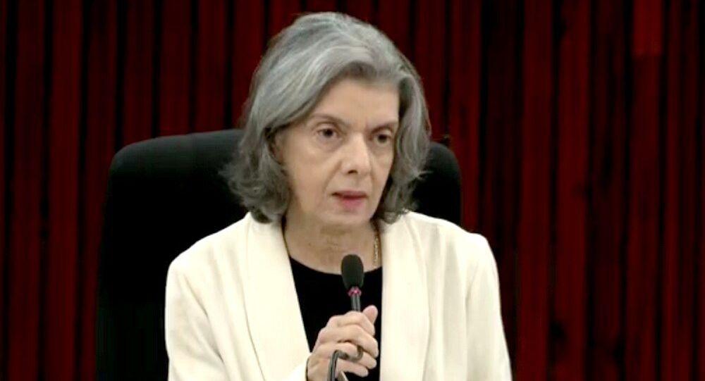 Cármen Lúcia disse que se população parar de acreditar nas instituições, a sociedade pode optar por uma vingança.