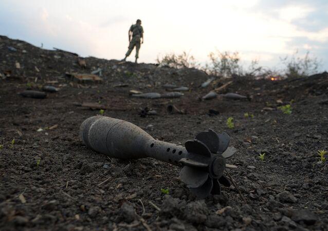 Projétil no posto de controle Dolzhansky na fronteira da região de Lugansk da Ucrânia com a Rússia (foto de arquivo)
