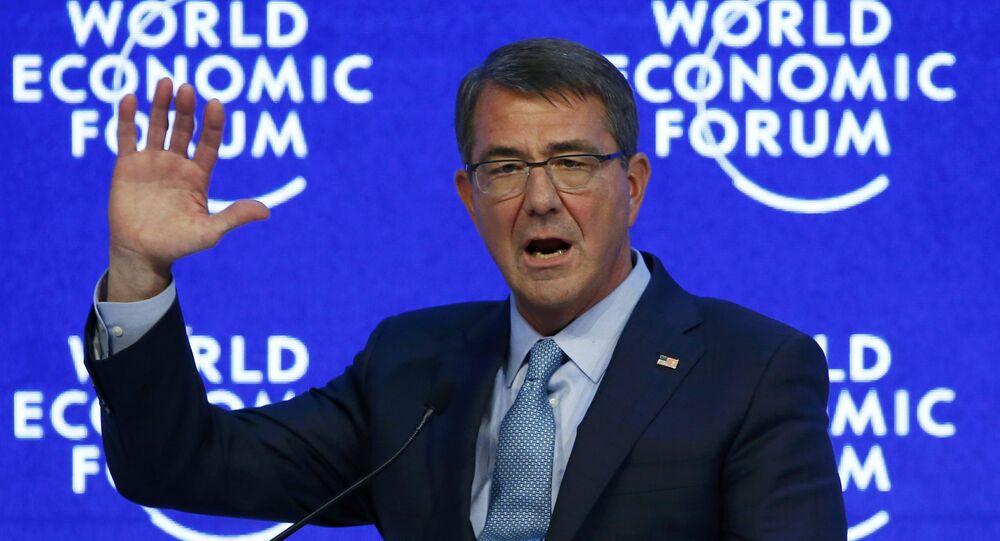 O secretário de Defesa americana, Ashton Carter, participa da reunião anual do Fórum Econômico Mundial em Davos, na Suíça, em 22 de janeiro de 2016