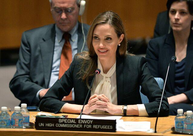 Angelina Jolie, Enviada Especial do Alto Comissariado das Nações Unidas para os Refugiados, fala numa reunião do Conselho de Segurança das Nações Unidas sobre Mulheres e Paz e Segurança e Violência Sexual em Conflitos em 24 de junho de 2013 na sede da ONU em Nova York.
