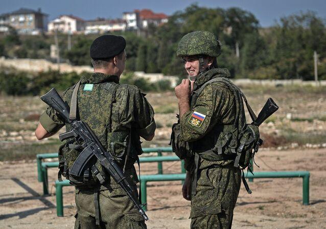 Militares russos durante concurso militar na Crimeia, Rússia (foto de arquivo)