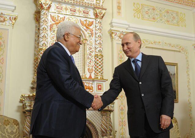 Vladimir Putin e Mahmoud Abbas durante encontro em Moscou em junho de 2014