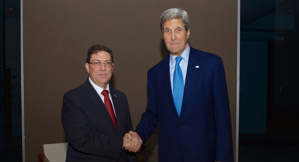 O secretário de Estado dos EUA, John Kerry, e o ministro das Relações Exteriores de Cuba, Bruno Rodriguez