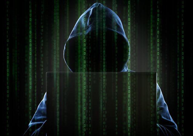 Hacker anônimo trabalhando ao computador