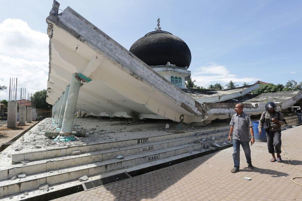 Mesquita destruída pelo tsunami na ilha de Sumatra