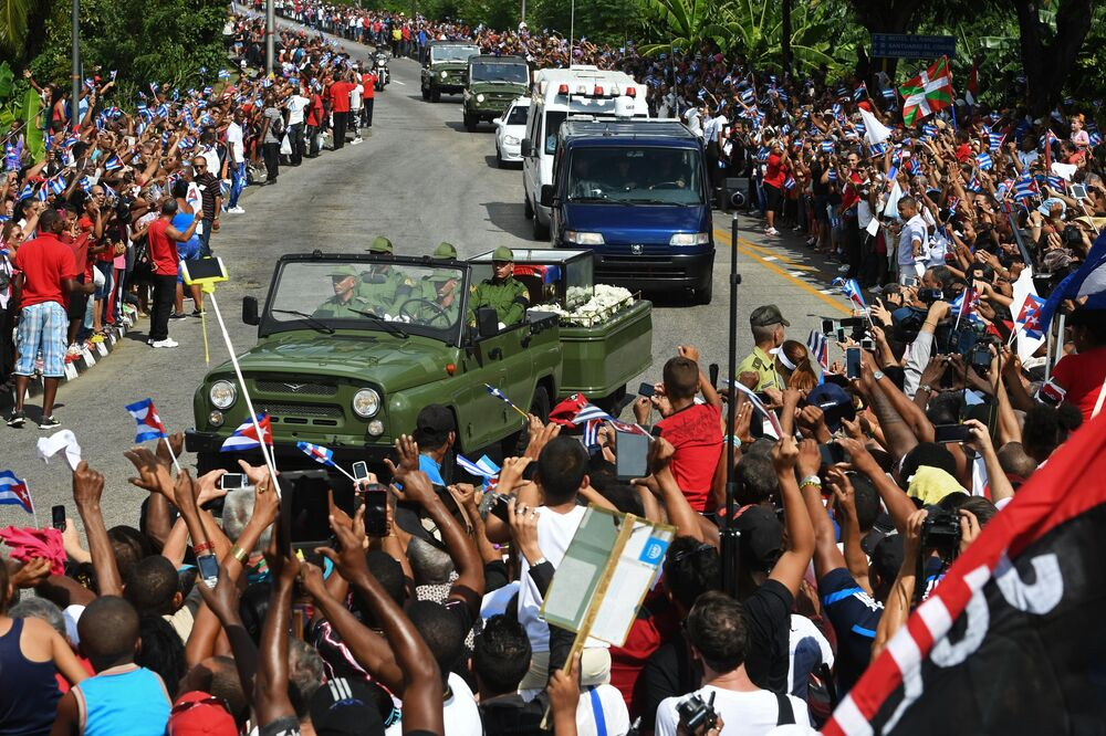 Cortejo fúnebre com cinzas de Fidel Castro em Santigo de Cuba