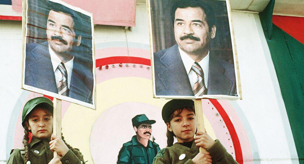 Manifestação antimilitarista perto da embaixada dos EUA em Bagdá, 15 de janeiro de 1991