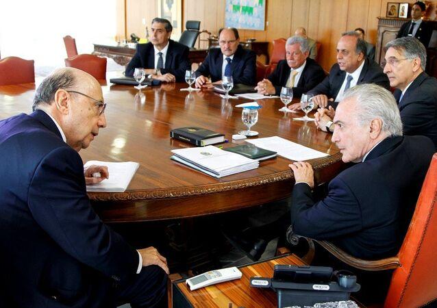 Presidente Michel Temer e o Ministro da Fazenda, Henrique Meirelles durante reunião com governadores