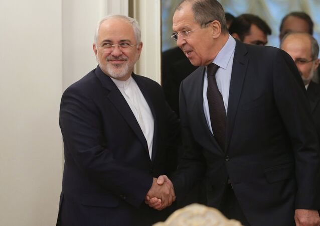 Ministro das Relações Exteriores do Irã Mohammad Javad Zarif e o chanceler russo Sergei Lavrov durante o encontro em Moscou, Rússia, outubro de 2016