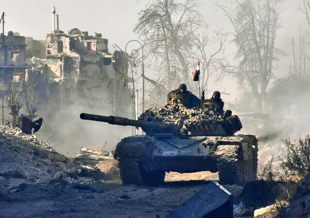 Forças pró-governo da Síria manobraram um tanque (imagem referencial)