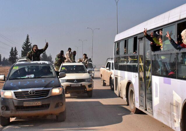 Sírios evacuados das vilas sob o controle dos terroristas perto de Idlib, Aleppo, Síria, 19 de dezembro de 2016