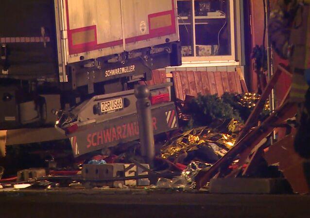 Alvoroço em Berlim após caminhão bater em feira de Natal