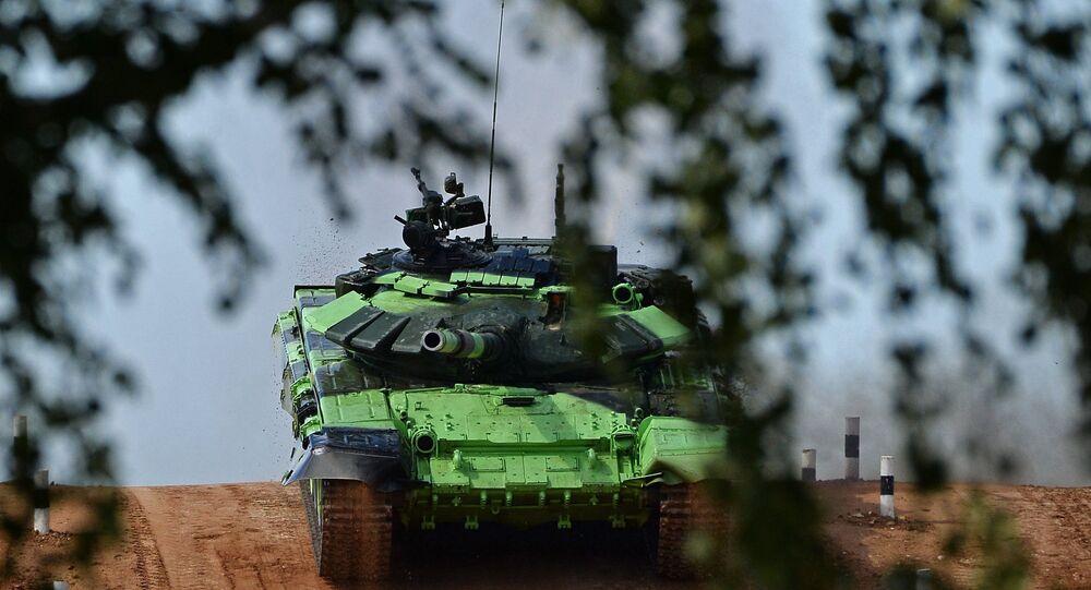 Tanque T-72B3 do exército iraniano durante a competição de biathlon de tanque no polígono de Alabino, região de Moscou, Rússia (foto de arquivo)