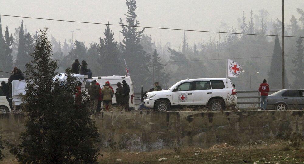 Cruz Vermelha realiza evacuação na região oriental de Aleppo