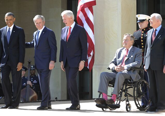 Presidentes dos EUA, Barack Obama, George W. Bush, Bill Clinton, George H.W. Bush e Jimmy Carter na cerimónia perto de Centro presidencial de George W. Bush em Dallas, Texas, EUA, abril de 2013