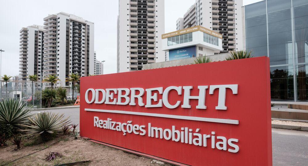 Placa da Construtora Odebrecht na Vila Olímpica e Paralímpica do Rio de Janeiro