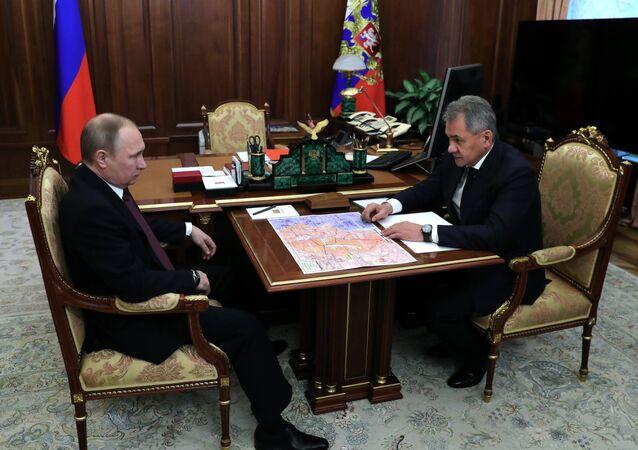 O encontro entre o presidente russo, Vladimir Putin, e o ministro da Defesa russo, Sergei Shoigu, em 23 de dezembro de 2016