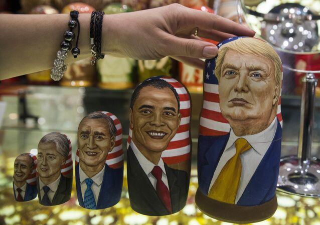As bonecas russas (matryoshkas) com retratos dos 5 últimos presidentes norte-americanos