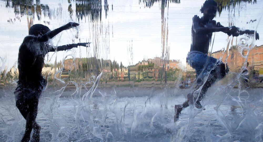 Crianças jogam no Parque Madureira, no Rio de Janeiro