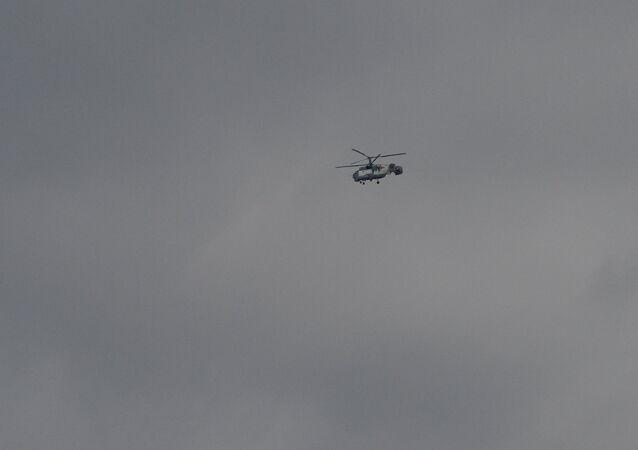 Helicóptero Ka-32 realiza operação de busca sobre mar Negro