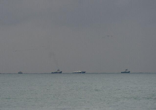 Navios realizam operação de busca no mar Negro