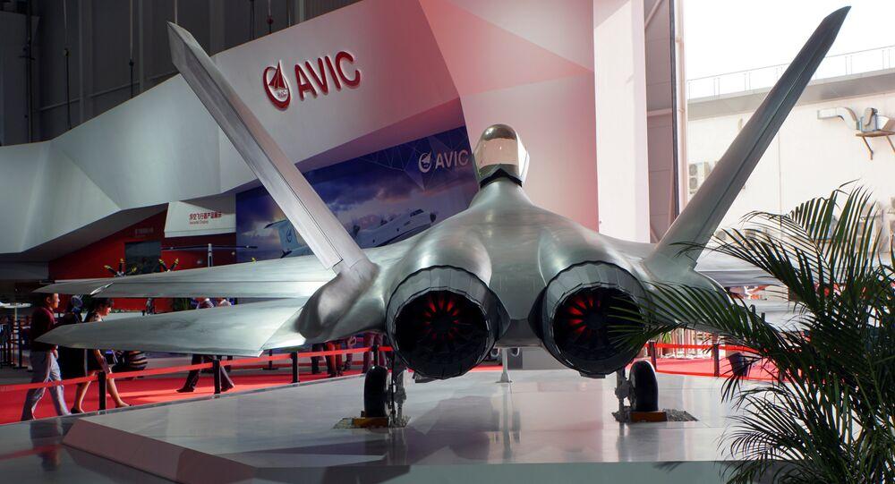 Caça stealth FC-31 exibido na exposição Airshow China em Zhuhai, província de Guangdong, na China (foto de arquivo)