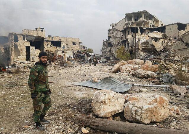 Soldado sírio em Aleppo libertada
