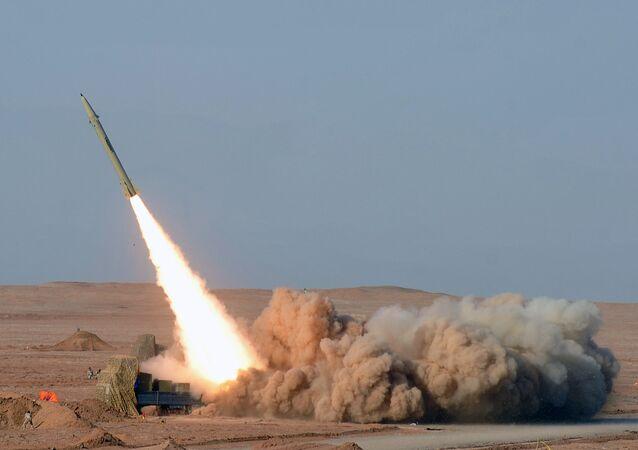 Exercícios de sistemas de mísseis Fateh, Irã (foto de arquivo)