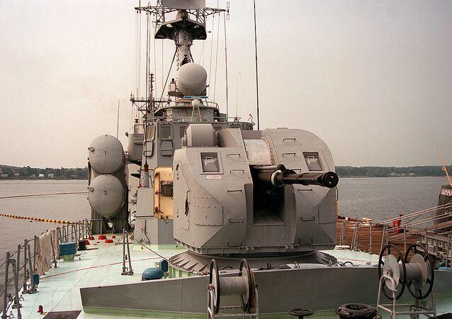 O canhão automático AK-176 instalado em um dos navios da Marinha russa