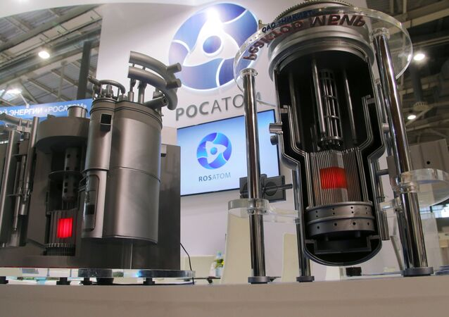 Modelos de reatores nucleares Brest e MBIR no estande da Rosatom.