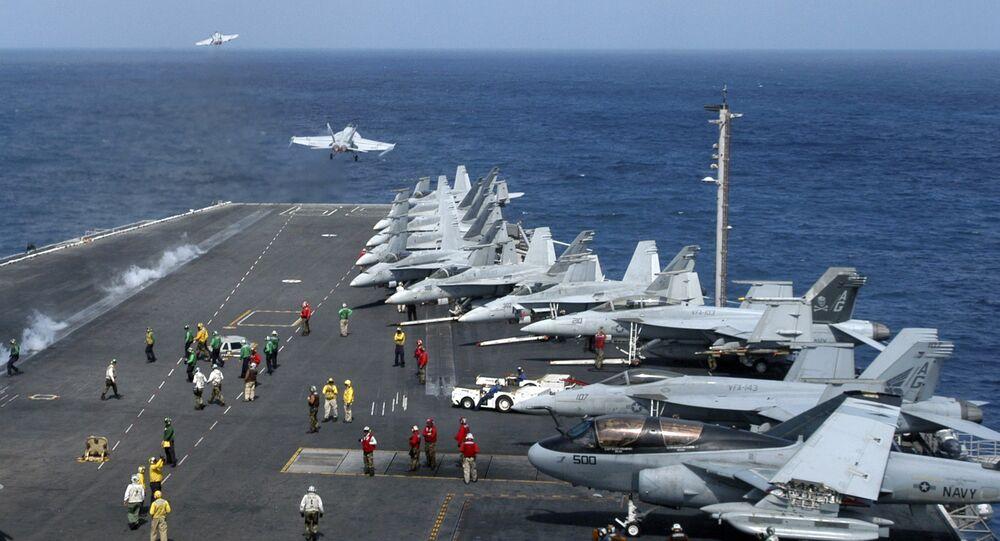 Porta-aviões norte-americano Dwight D. Eisenhower na Somália, 2007 (foto de arquivo)