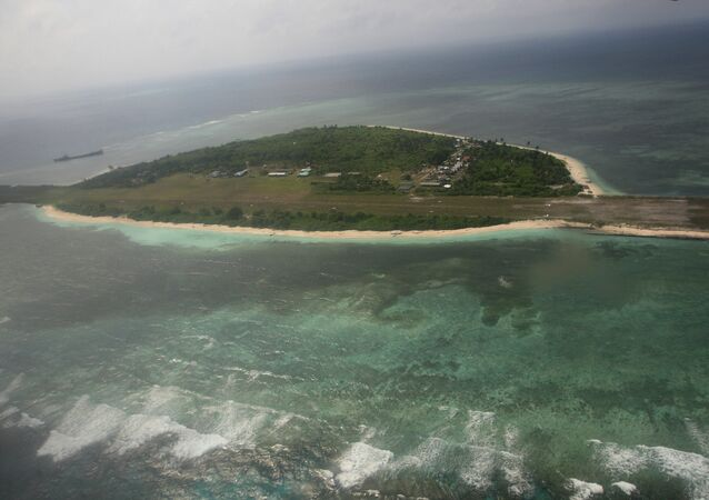 Ilha artificial da China perto das ilhas disputadas Spratly