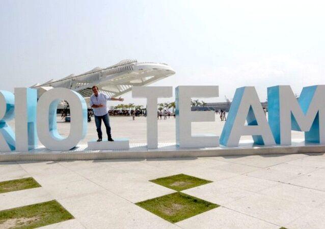 Prefeito Eduardo Paes, entrega escultura interativa na Praça Mauá