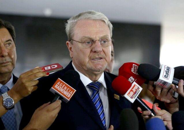 Presidente da Frente Nacional de Prefeitos (FNP), Marcio Lacerda, fala com jornalistas após encontro com o presidente Michel Temer