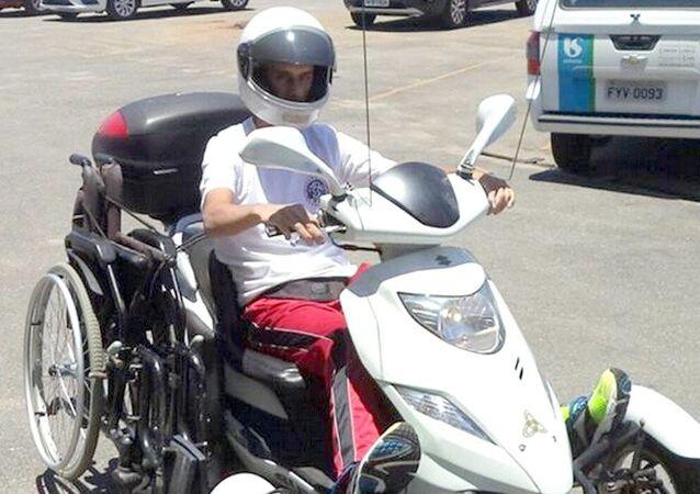 Alexandre Rozendo na sua inseparável motocicleta
