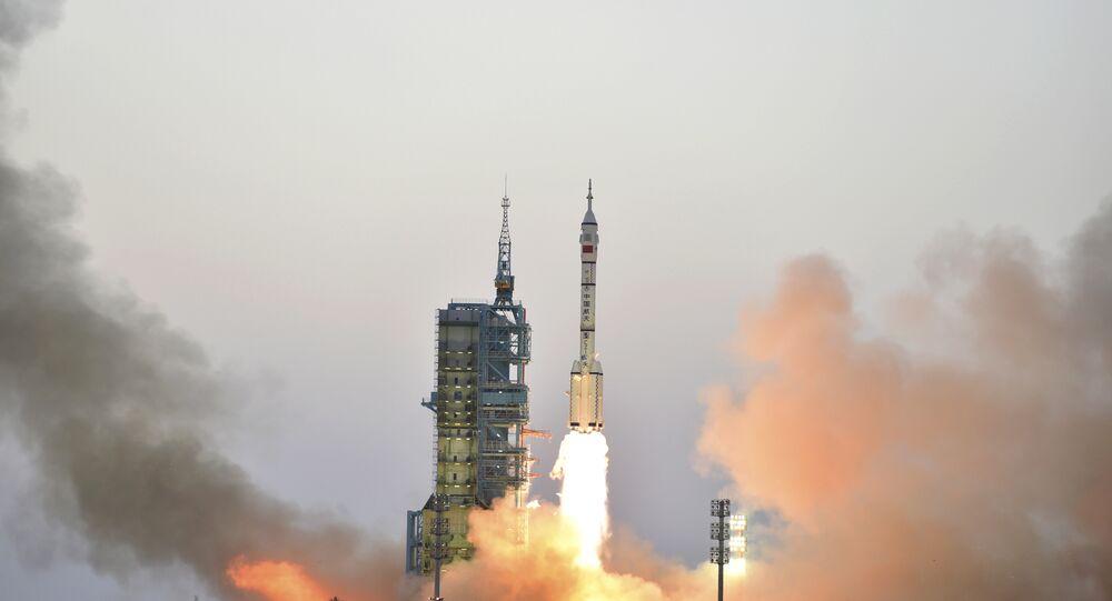Foguete-portador Long March-2F lançado do Centro de Lançamento de Satélites de Jiuquan, China, outubro de 2016 (foto de arquivo)