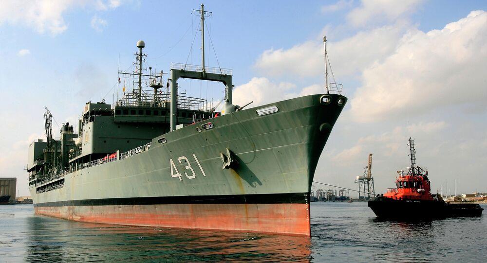 Navio de abastecimento iraniano Kharq no porto do Sudão, outubro de 2012