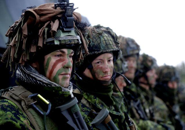 Tropas da Lituânia ao lado de outras forças de 11 países da OTAN, 2 de dezembro de 2016