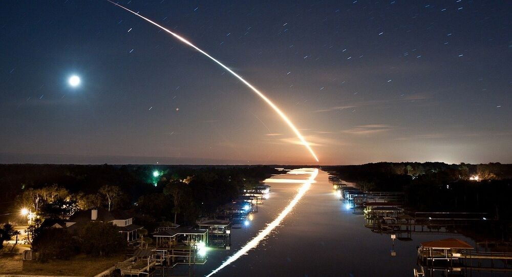 Meteorito no céu noturno (imagem ilustrativa)