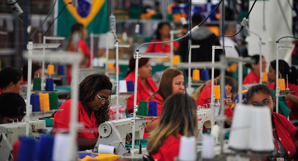 Produção industrial no Brasil sofre queda histórica