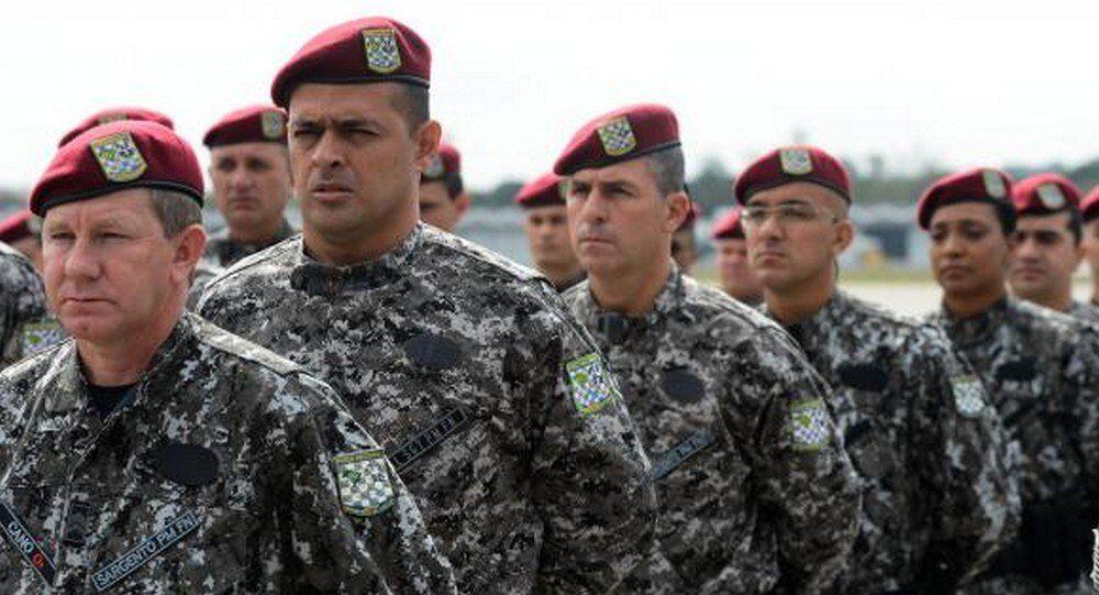 Os primeiros 100 agentes que vão participar da operação desembarcaram em Manaus na manhã desta terça-feira (10)