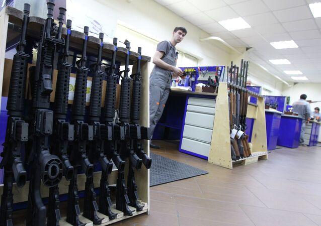Armeiros russos desenvolvem um inovador fuzil de plástico