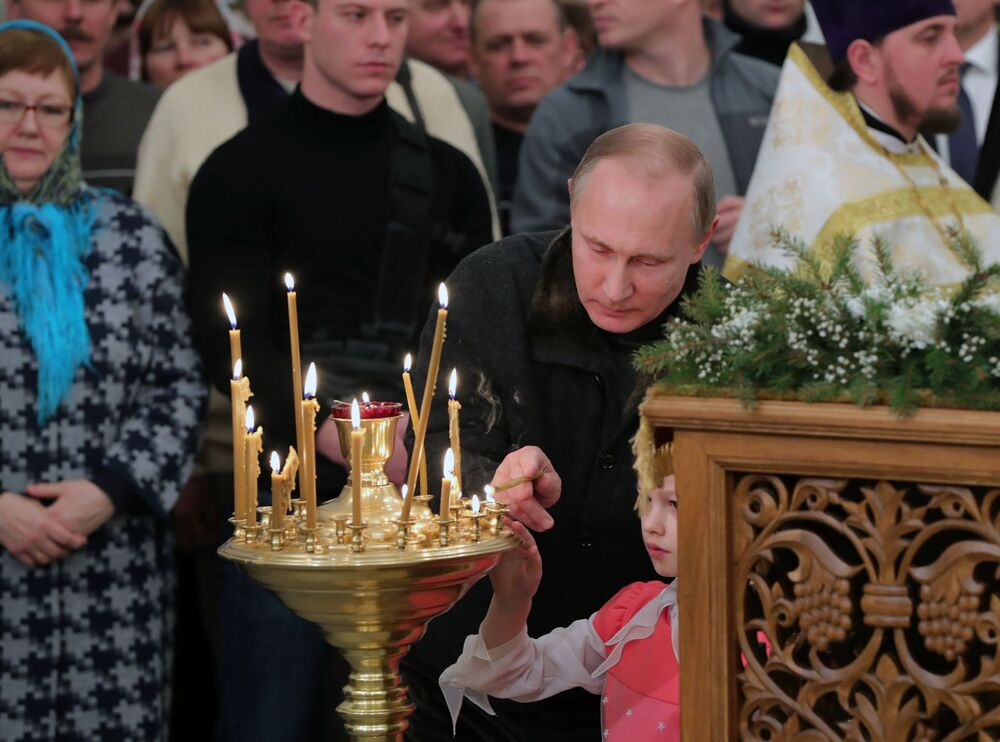 Vladimir Putin participa da missa de Natal Ortodoxo